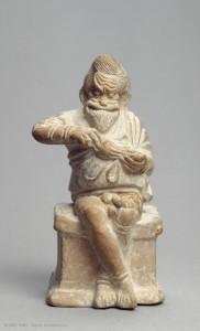 acteur assis sur autel louvre