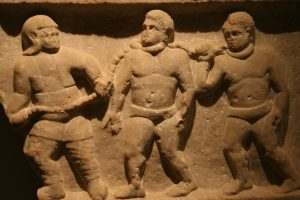 bas relief esclaves enchainés